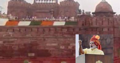 लालकिले पर प्रधानमंत्री ने किया ध्वजारोहण